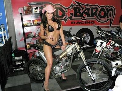 КОНКУРЕНЦИЈА Girls-motorbikes-15