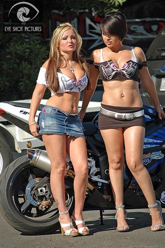 Femme Sur Cafe Racer